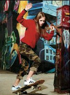 This is the only image I can find of Avril riding a skateboard! I hate to say this, but... maybe she can't?!?